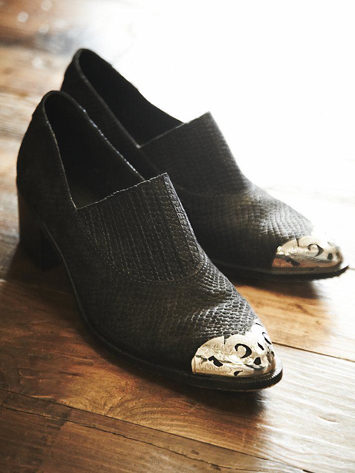 Cabriole Low Ankle Boot