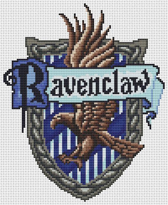 Escudo de Ravenclaw de punto de cruz. Este escudo me gusta mucho más que el otro que pineé.