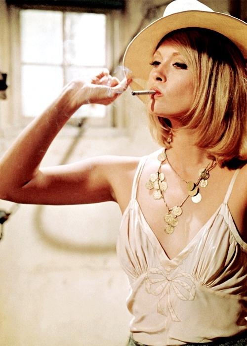 Faye as Bonnie. So much fashion inspiration. Faye Dunaway in Bonnie & Clyde, 1967. Clothes by Thea van Runkle.