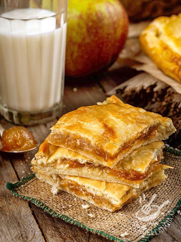 Sweet crushed with apple jam and walnuts - Lo Scendiletto con marmellata di mele e noci è un dessert molto genuino, di origine contadina, semplice e salutare. Proprio come i dolci della nonna!