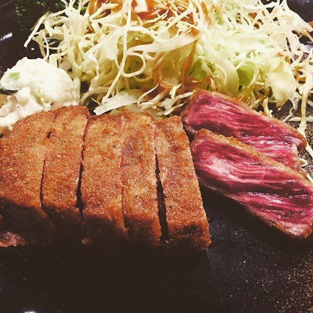 最近食べた 激ウマご飯…♡♡♡ . 大阪行った時に食べたランチ 牛カツもと村✳︎ . 大阪は美味しいもんいっぱい過ぎる♪(´ε` ) . . #大阪 #牛カツもと村 #飯テロ #肉 #美味しい #思い出 #ランチ #過去写真