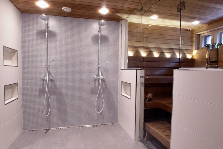 Kylpyhuoneen laatat ABL-Laatat #mosaiikki #harmaa #suihkutila #valaistus #sauna #abl #abllaatat #laatat