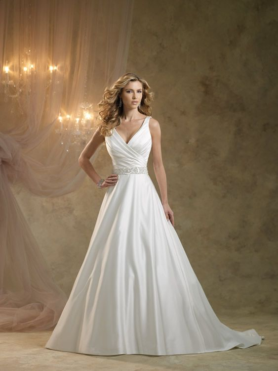 Kathy Ireland at Society Brides Liverpool. #designerweddingdress #theliverpoolweddingshow #bridalgowns #weddingdresses #weddings