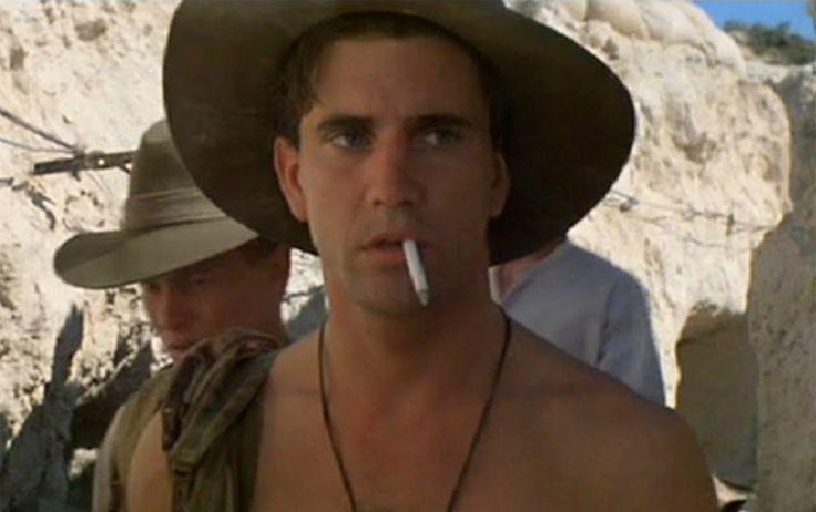 8 Gallipoli de Peter Weir (1981) 7,5 punts a IMDb. Una de las primeres pel•lícules d'un director tan estimulant com Peter Weir. La batalla de Gallipoli, al front turc, es explicada des del punt de vista de dos amics australians. Memorable la carrera desesperada de Frank Dunne (Mel Gibson) per aturar un atac i salvar al seu amic.