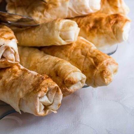 Egy finom Sigara börek (török fetás szivarok) ebédre vagy vacsorára? Sigara börek (török fetás szivarok) Receptek a Mindmegette.hu Recept gyűjteményében!