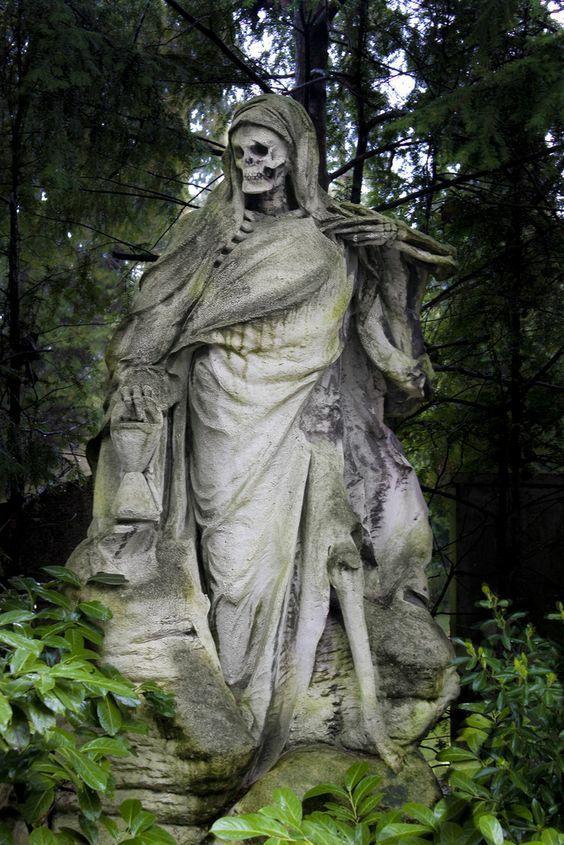 The Grim Reaper statue of Bonaventure Cemetary | Angel of ...