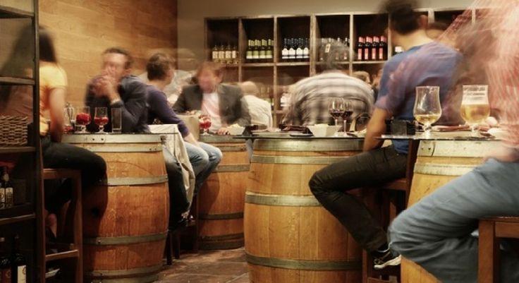 Estos son los 5 tipos de alcoholismo y sus trastornos psicológicos y neurológicos asociados. Explicamos las causas y síntomas de la adicción al alcohol.