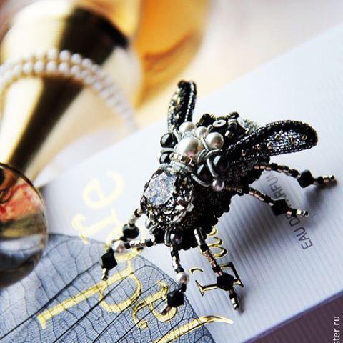 Питер! Мастер-класс Жук 3D! Подобного малыша мы будем вышивать 21 ноября! Запись уже идет! Пишите на почту: olyonushka@bk.ru или в ватсапп 8-916-411-92-22  #olyonushka #вышивка #вышитаяброшь #сваровски #брошь  #украшение #стиль #fashion #jewelry #style #handmade #follow #beads #embroidery #мастеркрафт #beautiful #ручнаявышивка #ручнаяработа #brooch #ярмаркамастеров #livemaster #жук #bug #муха