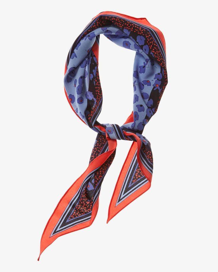 """Ce foulard imprimé est l'accessoire de la saison. Portez-le près de votre cou pour un look frais et tendance.<br /><br />- 13"""" x 40"""""""