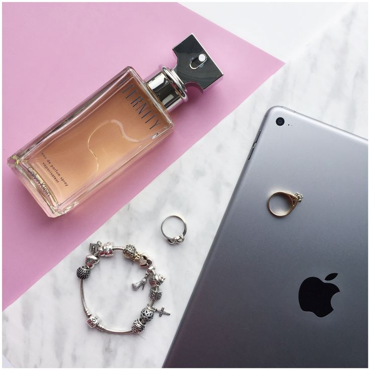 Flatlay - « l'Eternity » parfume, Calvin Klein @adreyanee Instagram
