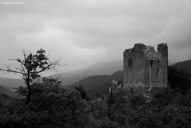 CAPITAN FUTURO: Vergogne pratesi: la Rocca di Cerbaia è abbandonat...