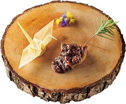 ほろほろ鶏 フォアグラ 根セロリ 折鶴 柚子。森をイメージしたひと皿は前菜で提供