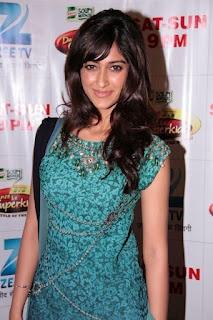 "Priyanka Chopra and Ileana D'Cruz on The Sets of Dance ke Super Kids Promoting Movie ""Barfi"". | Bollywood Cleavage"