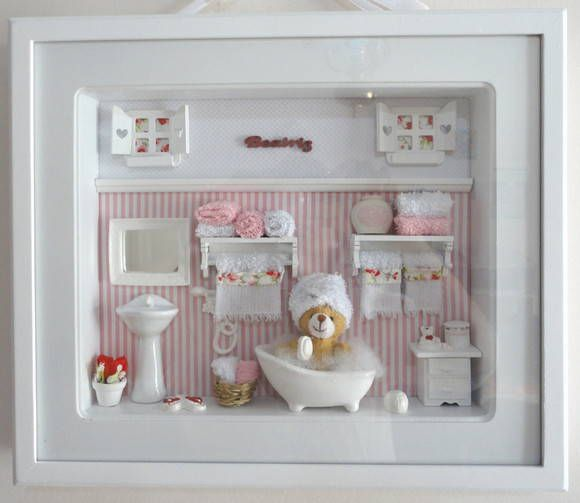 Quadro com vidro com ambiente de sala de banho. Para decoração ou porta de maternidade. Menina ou menino nas cores da sua decoração. Peças especiais - valor a consultar. Iluminação opcional - consulte o valor PRODUTO ARTESANAL SUJEITO À VARIAÇÕES R$ 198,00