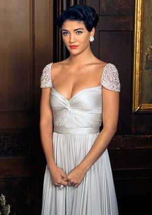 Vanessa Abrams ( Jessica Szohr ) looked like a princess in Reem Acra.