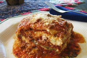 Ένα πεντανόστιμο φαγητό για όλη την οικογένεια. Μια συνταγή για λαζάνια με κιμά και μελιτζάνες με αφράτη μπεσαμέλ στο φούρνο. 1 κουτί λαζάνια 500 γρ. κιμά