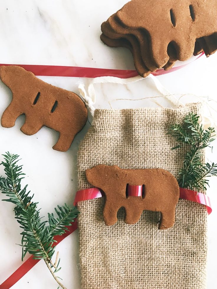Cinnamon Applesauce Ornaments // Love these as napkin rings!