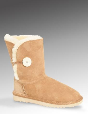KIDS BUTTON BOOTS |  With child-friendly button fastenings and a tough, non-slip sole, these super-cosy sheepskin boots don't get more practical than that. The colour of the wool varies according to the shade of the suede.
