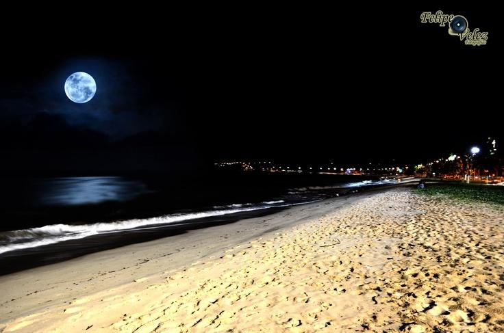 Lua na praia de Cabo  Branco, João Pessoa, Paraíba