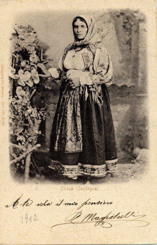 Antico costume femminile di Oliena