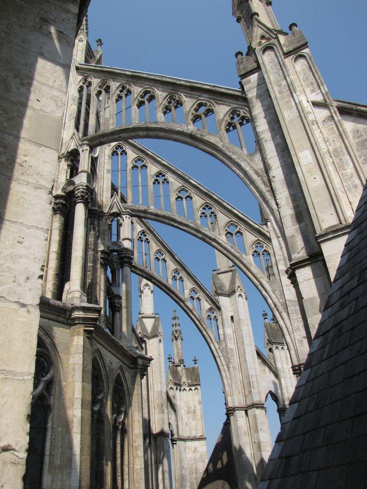 Амьенский собор. Начало строительства 1220 г.  Аркбутаны