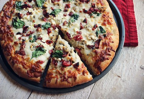 Herbed Chicken Mediterranean Pizza with feta, spinach, and sun-dried tomatoes over olive oil - garlic sauce. (Papa Murphy's Herb Chicken Mediterranean Delite Copycat Recipe)