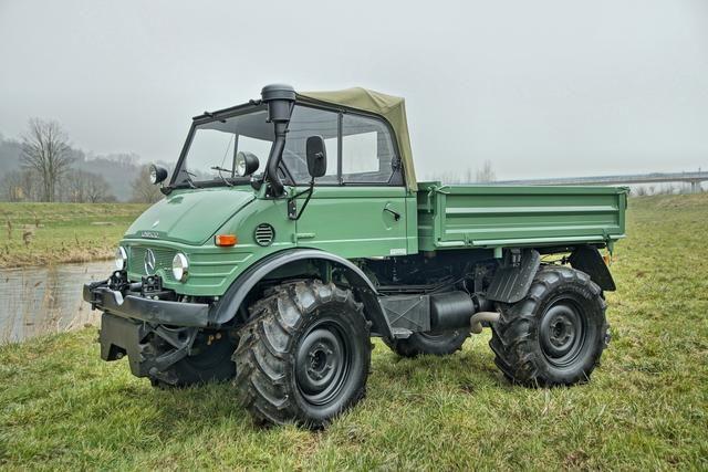 1974 Mercedes-Benz Unimog 406A Kippwagen 4x4 Who'd have thought it - a restored Unimog! Estimate £36,000 - 51,000