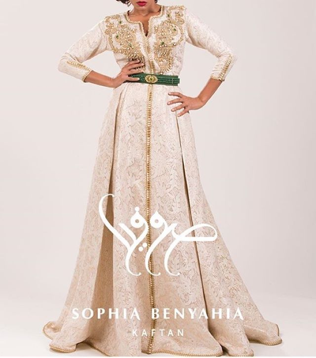 Beautiful details by @sophia_benyahia_ this elegant style caftan perfect for a…