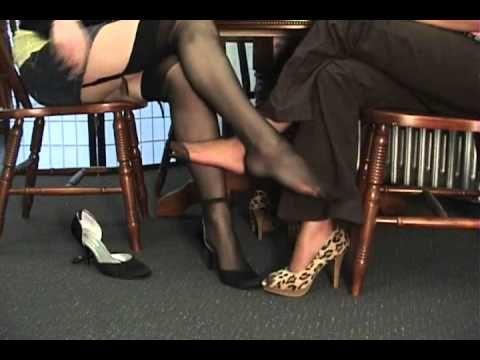 Footjob debajo mesa - 2 part 8