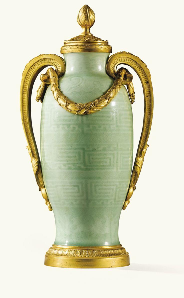 Vase en porcelaine de Chine céladon gaufré,dynastie Qing, époque Qianlong (1736-1795), àmonture de bronze doré d'époque Louis XVI | Lot | Sotheby's