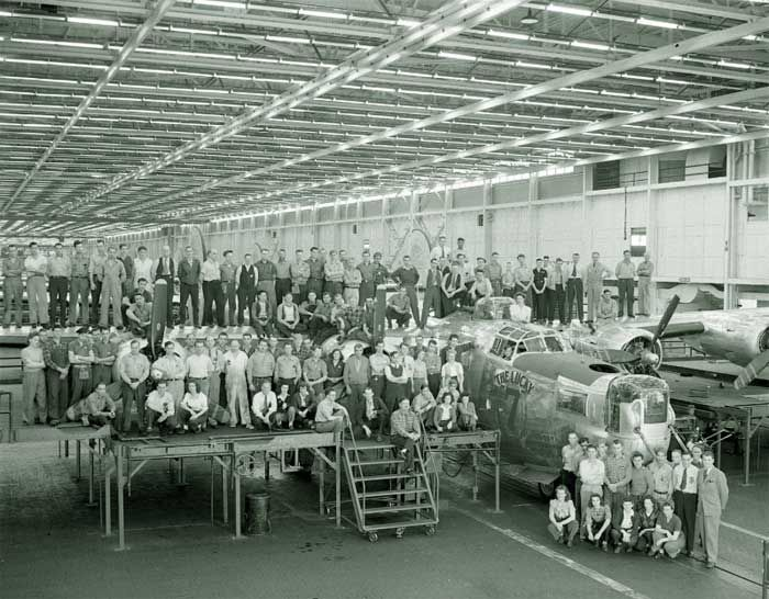 Ww2 Ome Of Willow Run S Assembly Line Workers Pose With