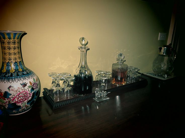 Complimentary port and sherry at Simpson's B&B, Sydney | by http://qosy.co