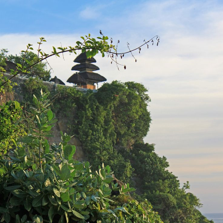 Uluwatu Bali Indonesia #bukit #badung #outdoors #cliff #temple #pura #nature #naturelovers #bali #igersbali #indonesia #wonderfulindonesia #asia