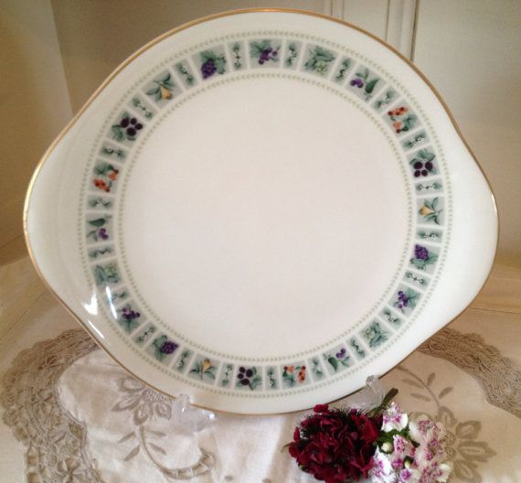 Royal Doulton Vintage Cake Plate on Etsy, £15.00