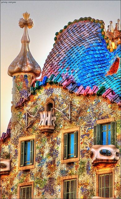 Gaudi's Casa Batlló in Barcelona. Check out some other fairy tale buildings at TheCultureTrip.com. Click on the image to see them! (http://www.likefun.me/color-my-world/)