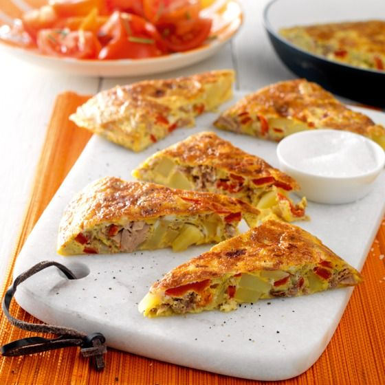 Geurige tortilla met tonijn en geroosterde paprika Productfoto ID Shot 560x560