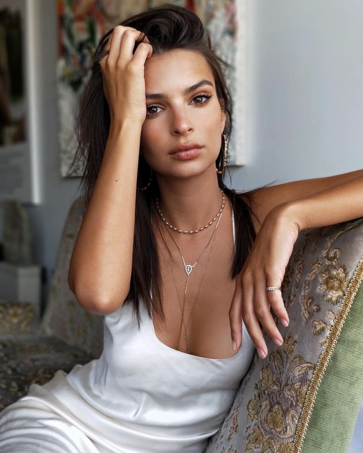 "176.1k Likes, 644 Comments - Emily Ratajkowski (@emrata) on Instagram: ""OnePlus 5 coming through with the best camera out there #portraitmode #shotononeplus #sponsored"""