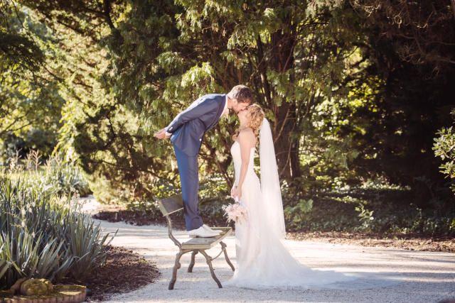 Credit: Sanne Popijus Fotografie - huwelijk (ritueel), bruid, jurk, natuur, buitenshuis, vrouw, een, hoofddeksel, volwassen, volk, portret, park, meisje, bruidegom