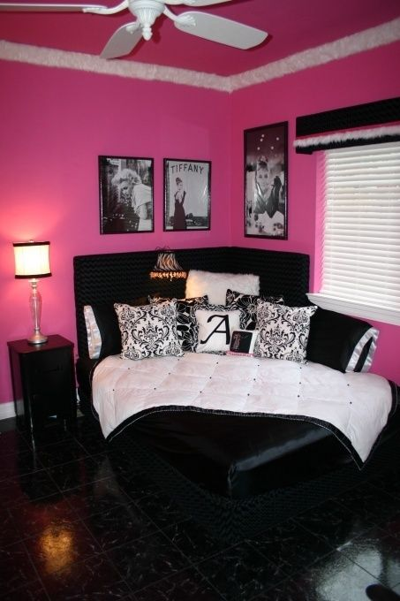 Not a huge pink, Audrey, or Marilyn fan but I do like the idea for that bed.