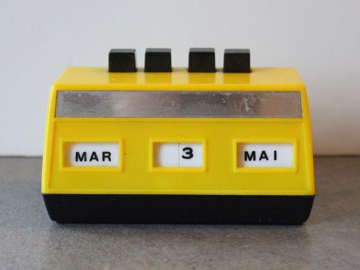 Dateur, calendrier perpétuel vintage de couleur jaune