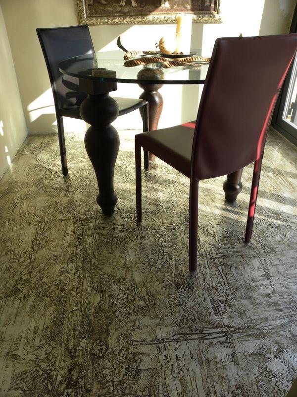 pavimento in resina materico e foglia argento (decoro: Daniela Argenti www.studioadp21.it)