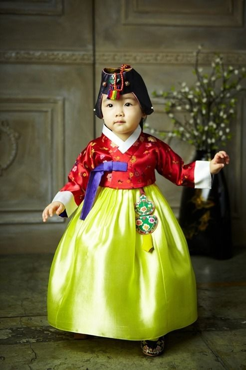 Korean child wearing #hanbok (한복)