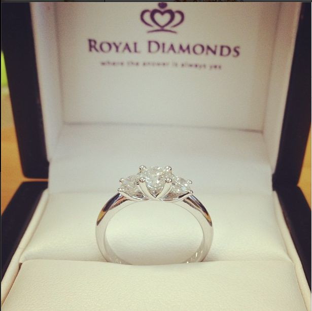 Stunning Diamond Trilogy ! Engagement Ring, 18k White Gold.
