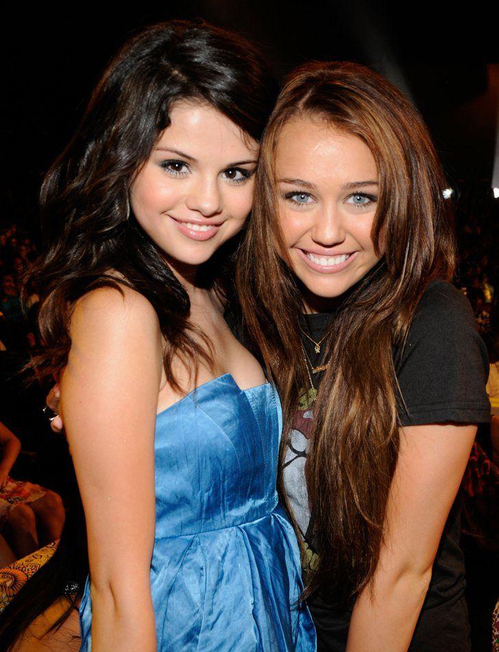 Pin for Later: Ces Amis Célèbres Ont Été en Couple Avec Les Mêmes Personnes Selena Gomez et Miley Cyrus Ont Toutes Les Deux Été en Couple Avec . . .