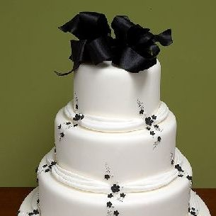 love this simple wedding cake