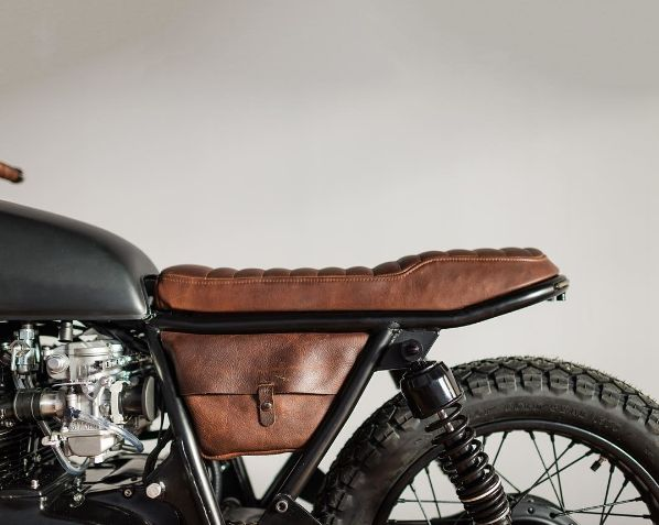 townmotoThis tight af custom leather saddle by @closleather. :@federalmoto