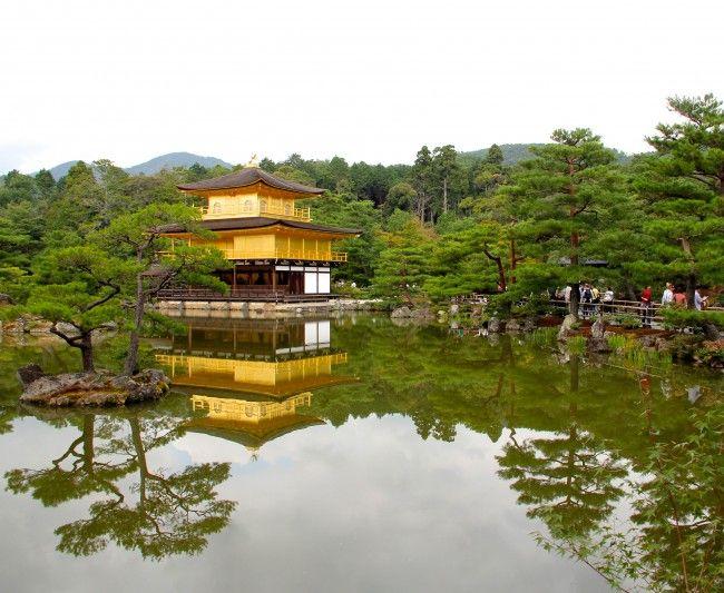 O templo Kinkaku-ji, um dos símbolos de Kyoto, é imperdível! A foto do Pavilhão Dourado com o reflexo na água é um clássico! Veja como chegar até lá.