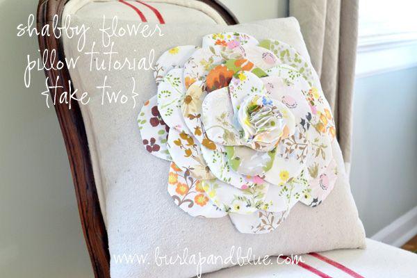 Lo so, questo Tutorial per un cuscino con fiorellone è un po' primaverile ma realizzandolo con colori più caldi va benissimo anche per l'inverno ;)  Il Tutorial è in inglese ma ...