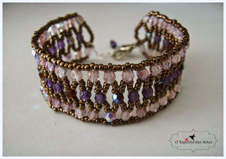 Blog on handmade beaded jewellery and beading designs.