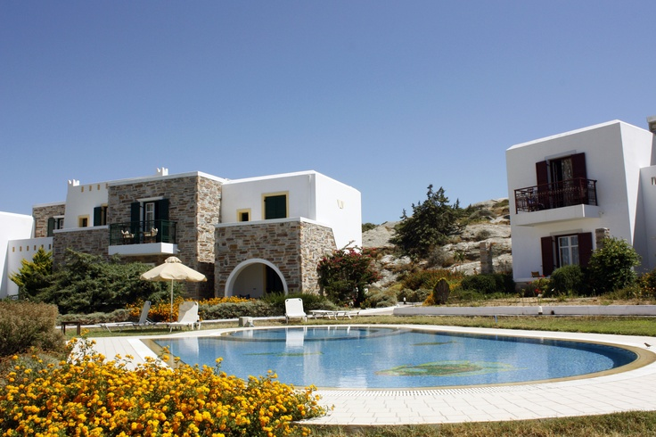 Naxos Palace hotel is located just 800 meters away from Aghios Prokopios beach, the most popular beach of Naxos island.
